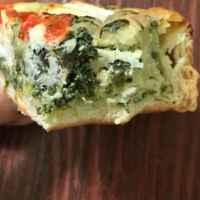 Хлебобулочное изделие недлительного хранения ВкусВилл / Избёнка Киш с сыром и овощами  фото