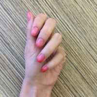 35D, в холоде - красный, в тепле  - прозрачно-розовый