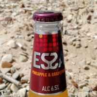 Пивной напиток Essa со вкусом и аромата ананаса и грейпфрута фото