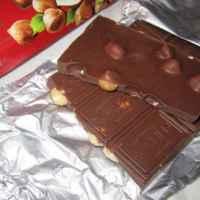 Шоколад ROSHEN с цельными лесными орехами фото