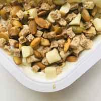 """Йогурт Ehrmann С лимоном """"Epica Crispy"""" и смесь из семян тыквы, печенья Бискотти и белого шоколада фото"""