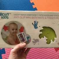Пальчиковые краски для детей от 1 года. Внутри набор мини-ковриков, с которыми ребёнок теперь постоянно играет в ванной.
