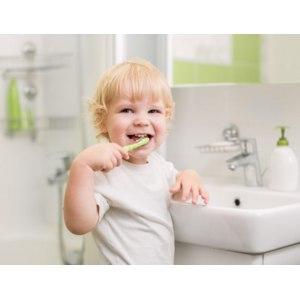 Уход за детскими зубами в домашних условиях фото