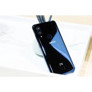 Мобильный телефон ZTE Axon 9 pro фото