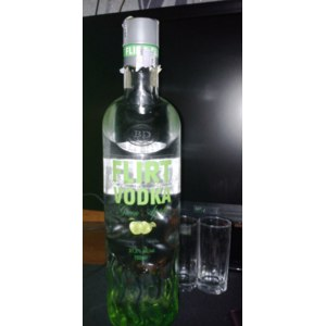 Водка Vinprom Peshtera Flirt green apple vodka фото