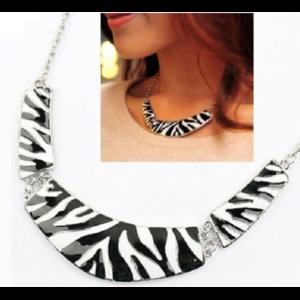 Колье Buyincoins Sexy Trends Arc Pendant Zebra Stripe Enamel Choker Bib False Collar Necklace 13 фото