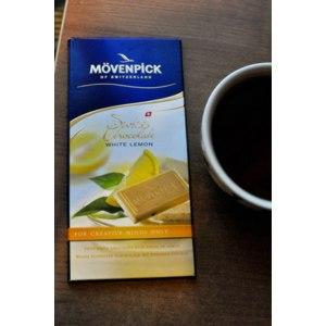 Швейцарский белый шоколад MOVENPICK с кусочками лайма и лимона и чёрным перцем фото