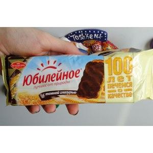 Печенье Большевик Юбилейное с темной глазурью фото