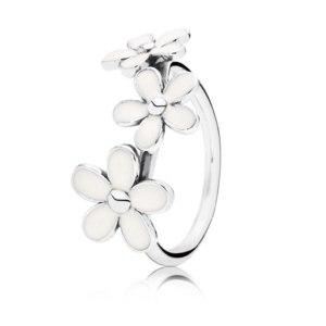 Кольцо Pandora из серебра с маргаритками с белой эмалью фото