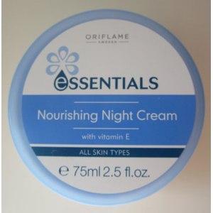 Крем для лица ночной Oriflame Essentials фото