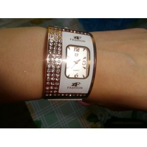 Часы - браслет Aliexpress Leather Band Quartz Watch with Crystal Rhinestones фото