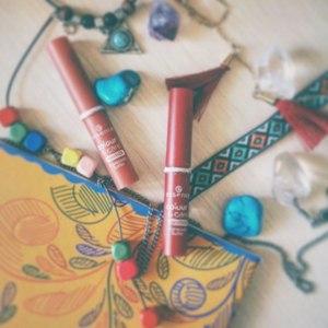 Помада - блеск для губ (кремовая) Essence Colour and care lipstick фото