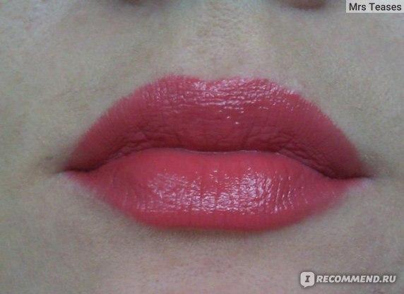 Губная помада Avon Абсолютный поцелуй / Незабываемый поцелуй фото