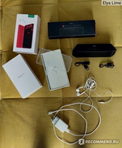 Комплектация телефона и блютуз-колонка при покупке в подарок