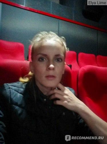 Недостаточное освещение в кинотеатре. Все смазано