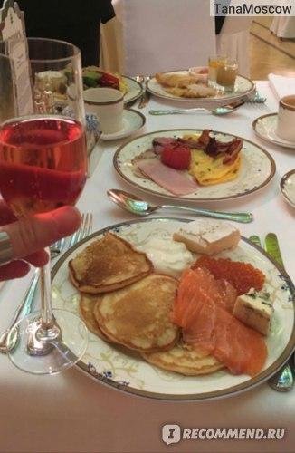 Завтрак с арфой в зале Метрополь