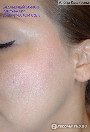 законченный вариант макияжа с пудрой Shiseido Future Solution LX E Total Radiance Loose Powder при электрическом свете