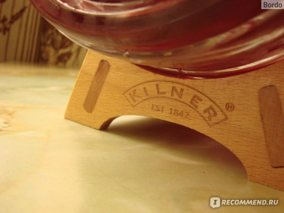 Бочонок/диспенсер для напитков Kilner Barrel 3 л на подставке: тиснение на деревянной подставке спереди