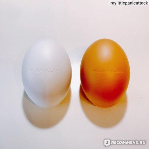 Пенка для умывания и пилинг-гель Sleek Egg Skin от Holika Holika.