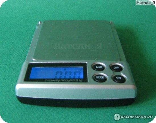 Дисплей подсвечивается и имеет функцию автоматического отключения.