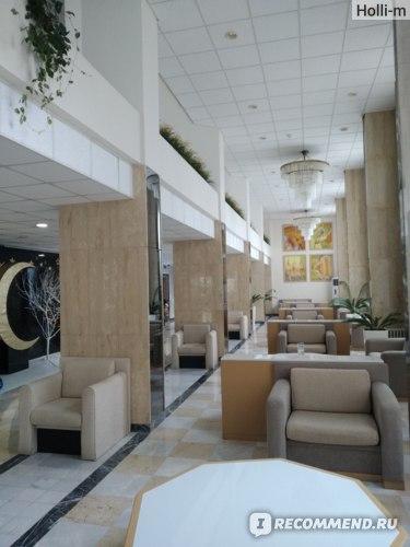 """зона """"ресепшен"""" на 1-м этаже отеля"""