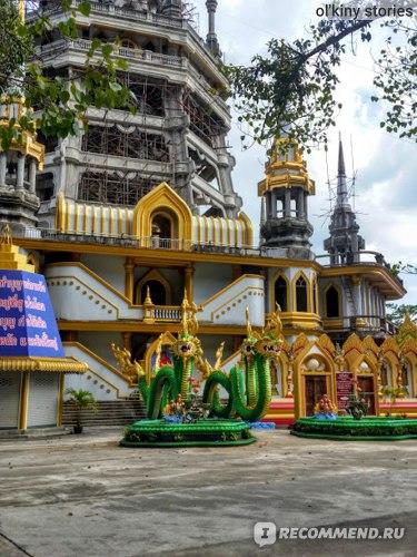 Территория комплекса. Та самая долгостроящаяся пагода.