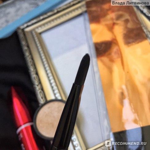 Кисть для нанесения маскирующих средств Makeup Revolution  Pro F102 Concealer Brush фото