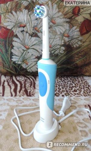Электрическая зубная щетка Oral-B Vitality Precision Clean / Cross Action фото