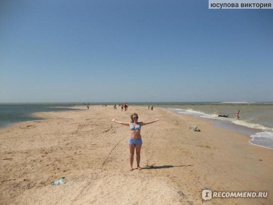 справа залив,слева море