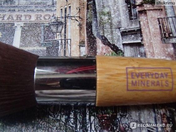 Кисть для пудры Everyday Minerals Flat Top Brush фото
