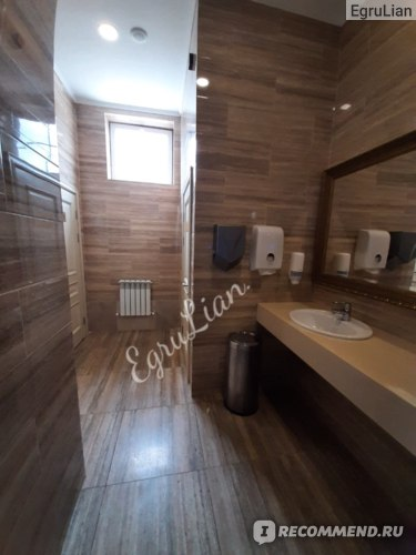 Туалет на 1 этаже главного корпуса