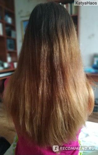 Волосы вытянутые феном, дневное освещение у окна