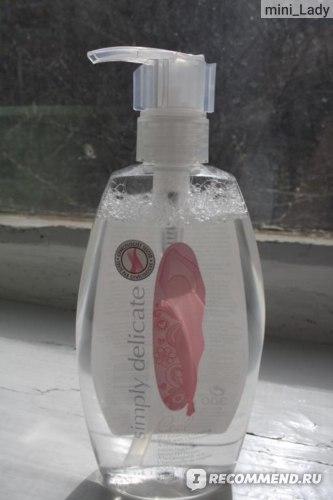 Очищающее средство для интимной гигиены  Avon с экстрактами ромашки и гамамелиса фото