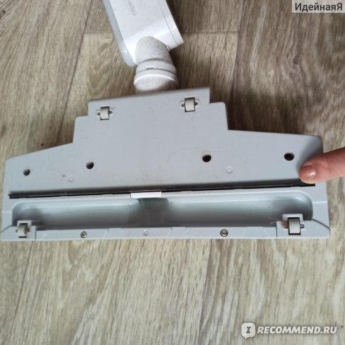 Вертикальный пылесос Deerma DX700 - щётка без ворсинок, но с резинкой.
