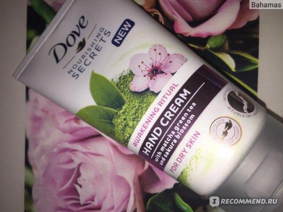 Крем для рук Dove Nourishing Secrets с матча чаем и экстрактом цветка сакуры для сухой кожи фото