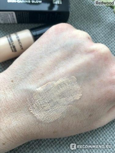 Ухаживающее тональное средство-флюид Givenchy  Prisme Libre Skin-Caring Glow   фото