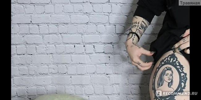 портрет Ланы Дель Рей на ноге