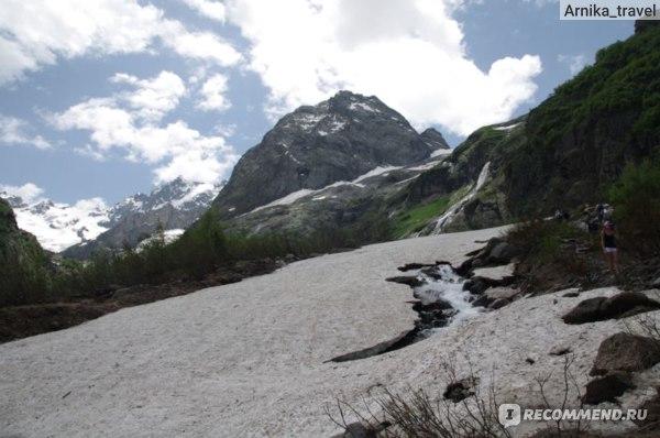 Дорога к Суфруджинскому водопаду идет  по рыхлому снегу