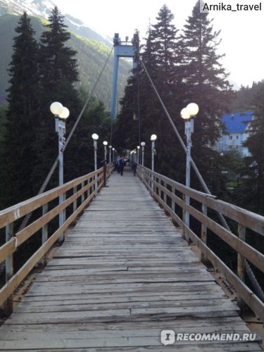 Мост через горную реку в поселке