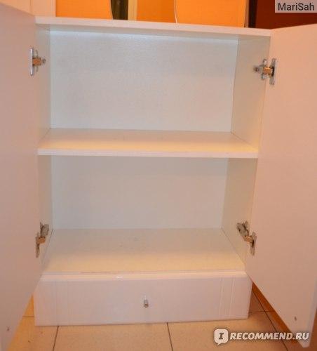 Первый шкаф внутри