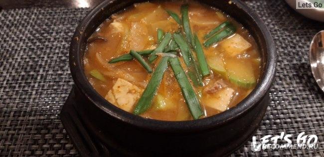 Заказали горячее, по вкусу обычный острый мисо суп с тофу и говядиной