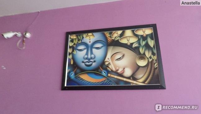 Картины на стенах кафе