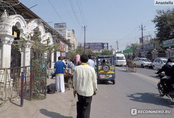 Улица на которой расположен Храм Кришны-Баларамы во Вриндаване
