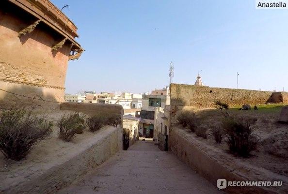 Улочка около Храма Маданамоханы