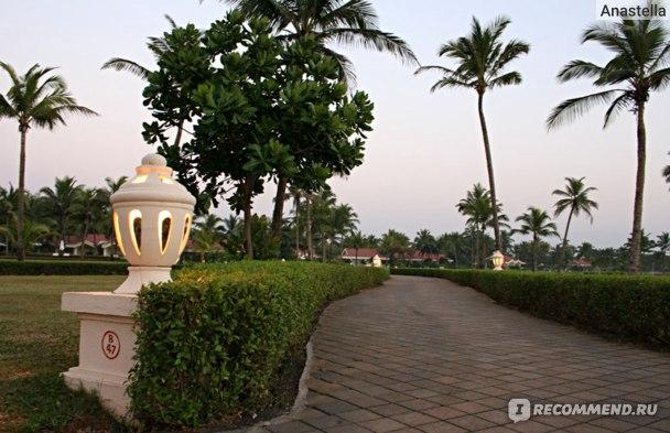 Вечер. Территория отеля Taj Exotica, Гоа, Индия.