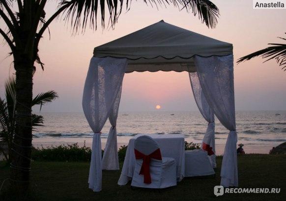 Романтический ужин на берегу океана в отеле Taj Exotica, Гоа, Индия.
