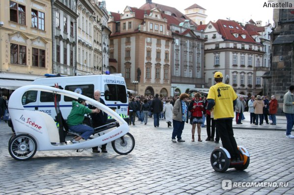 Вас прокатят с ветерком на чем угодно. Прага. Староместская площадь.