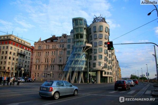 Танцующий дом в Праге. Джинджер и Фред:))