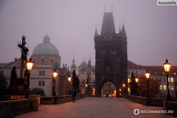 Шесть утра в октябре на Карловом мосту. Прага.
