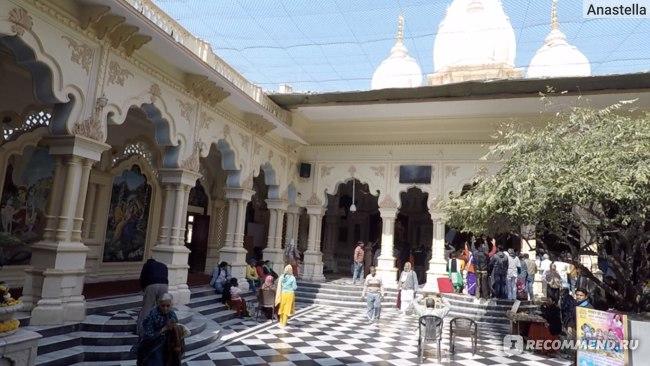 Храм Кришны-Баларамы во Вриндаване - алтари